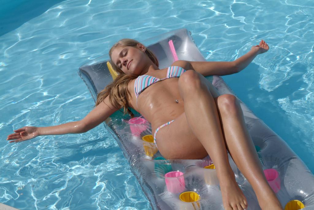 Südsee-warmes Wasser mit einer Poolheizung solar