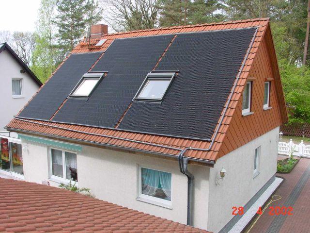 Solarkollektor Pool rund um die Fenster